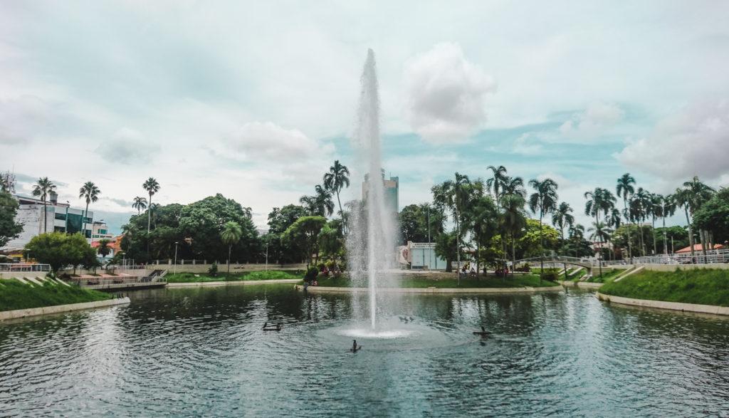 Parks in Santa Cruz de la Sierra Bolivia : Parque Urbano fountain